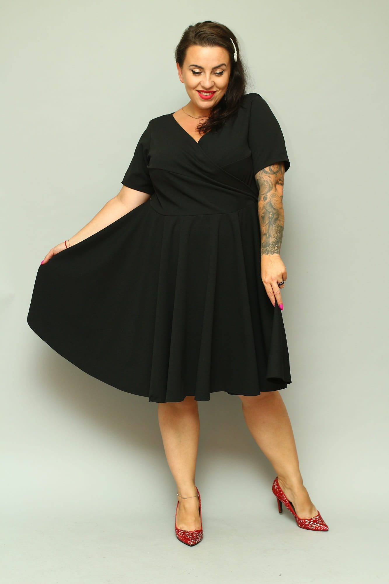 60dfbe2d Sukienka JOWITA dekolt koperta rozkloszowana gładka czarna